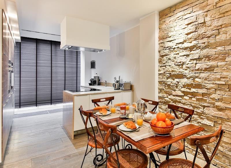 cuisine ouverte sur l'appartement